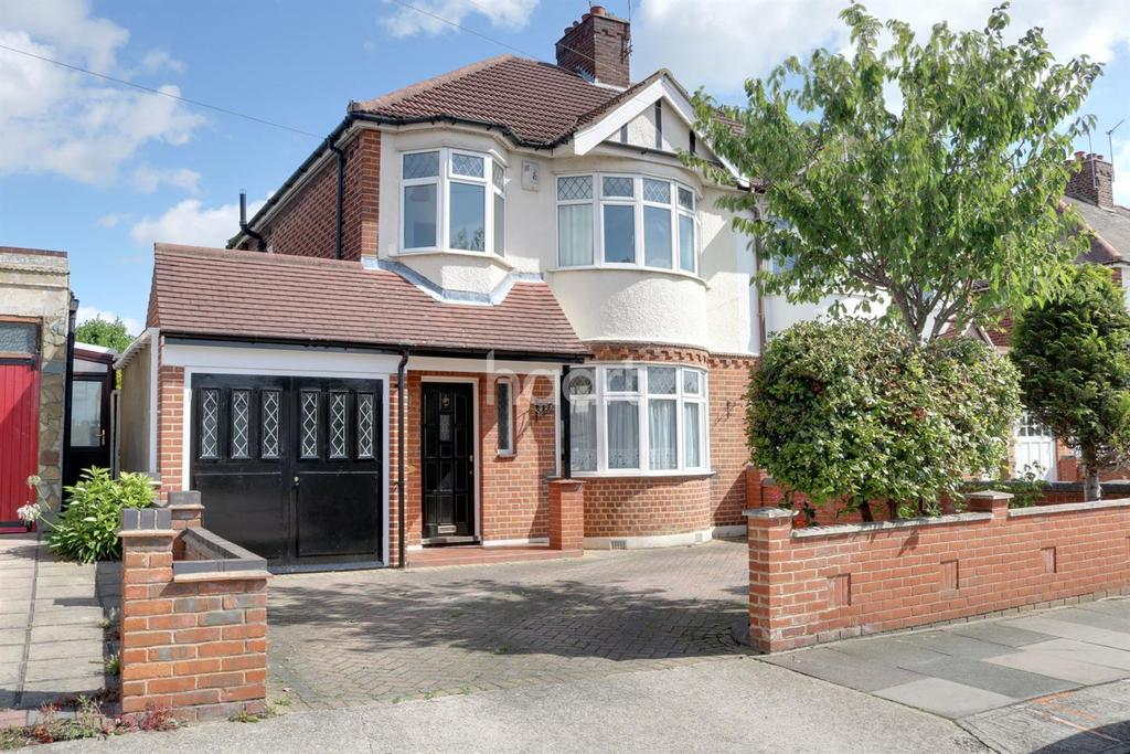 3 Bedrooms Semi Detached House for sale in Ferguson Avenue, Gidea Park