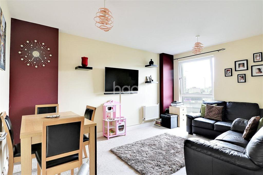 2 Bedrooms Flat for sale in Victor Point, Roden Street, Ilford, Essex