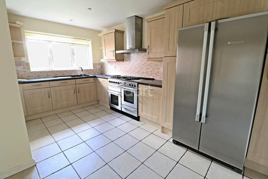 4 Bedrooms Detached House for sale in Saucemere Drive, Newark
