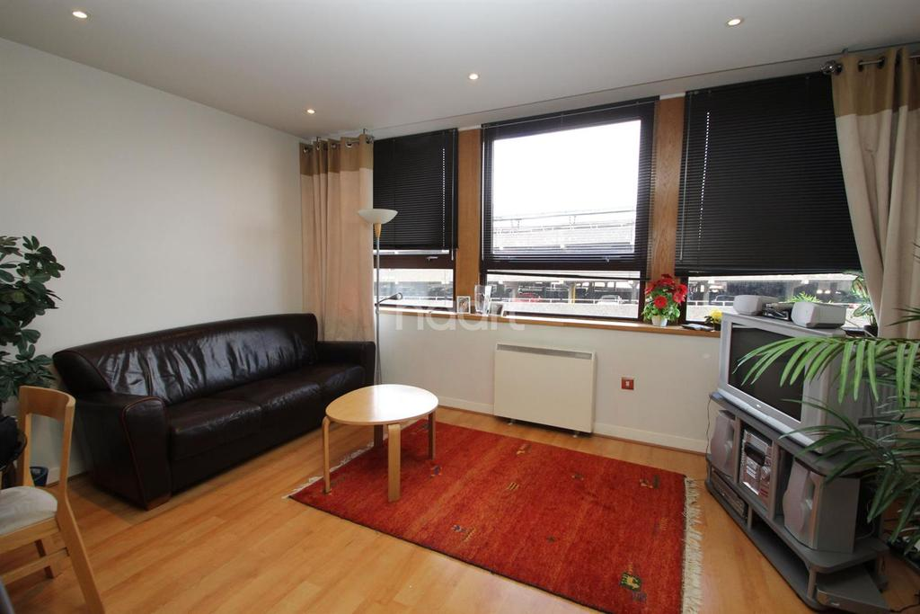 2 Bedrooms Flat for sale in Lee Street, Leicester