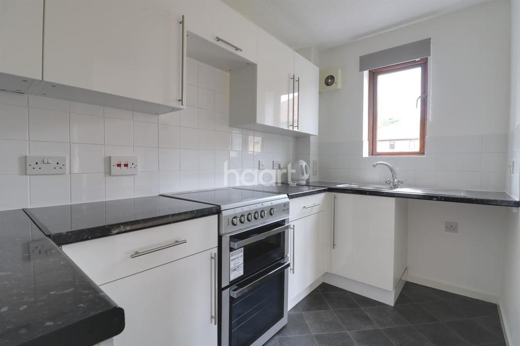 1 Bedroom Flat for sale in Rushdon Close, Romford