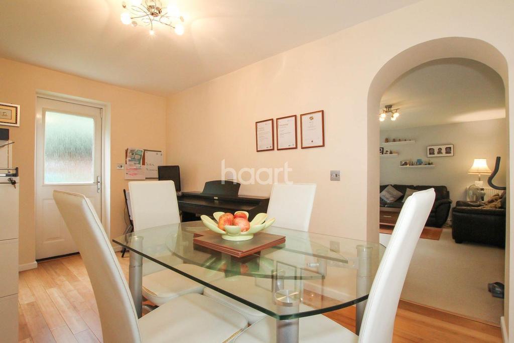 4 Bedrooms Semi Detached House for sale in Elderfield