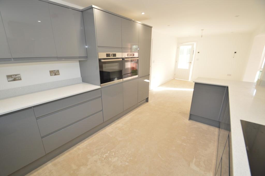 3 Bedrooms Detached House for sale in Upper Stoke, Norwich