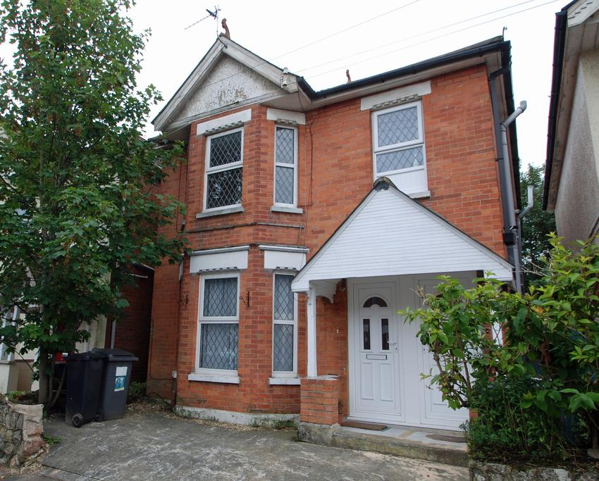 2 Bedrooms Ground Flat for sale in Acland Road, Bournemouth, BH9