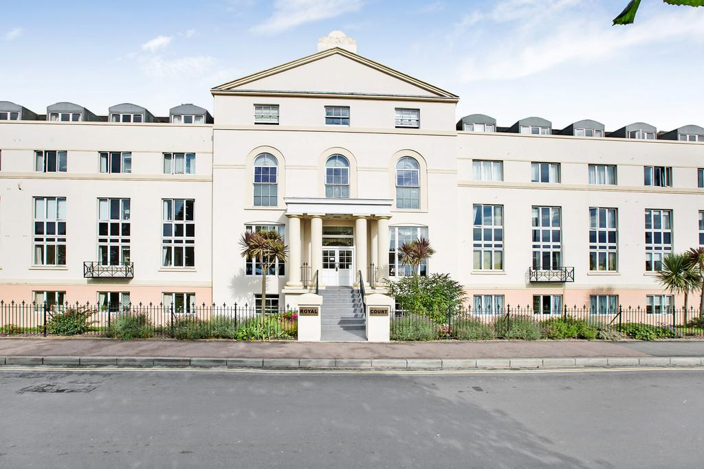 2 Bedrooms Apartment Flat for sale in Den Crescent, Teignmouth, TQ14 8BR