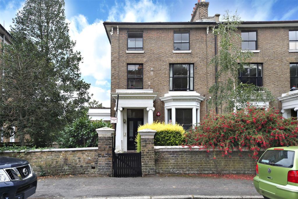 2 Bedrooms Flat for sale in Granville Park, London, SE13
