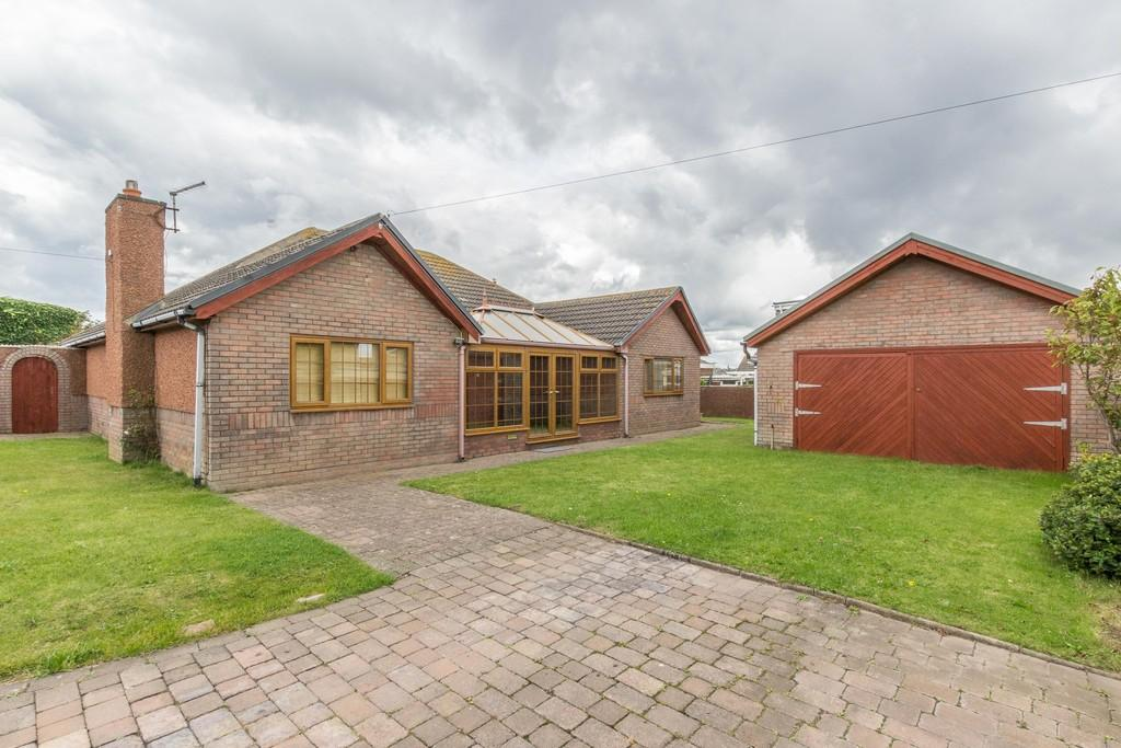 3 Bedrooms Detached Bungalow for sale in Castle Nook, Biggar Bank Road, Barrow-In-Furness