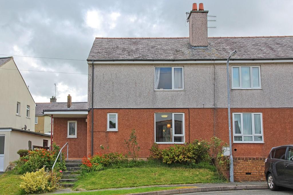 2 Bedrooms Semi Detached House for sale in Ffordd Dolafon, Llangefni, North Wales
