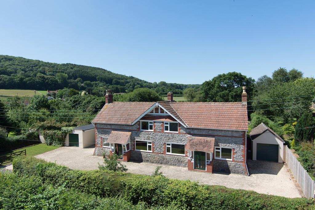 4 Bedrooms Detached House for sale in Superb rural location in Langford