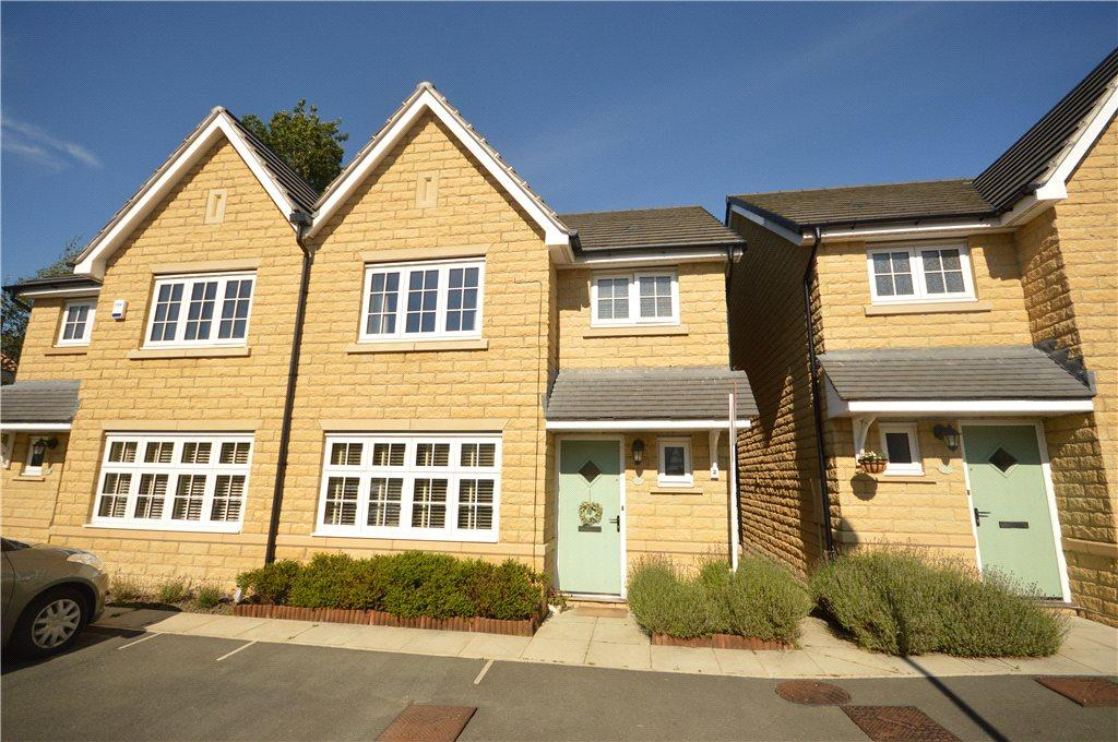 3 Bedrooms Semi Detached House for sale in Greenshaw Court, Guiseley, Leeds, West Yorkshire