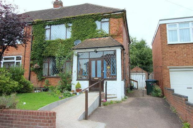 3 Bedrooms Semi Detached House for sale in Brayford Avenue, Styvechale, Coventry