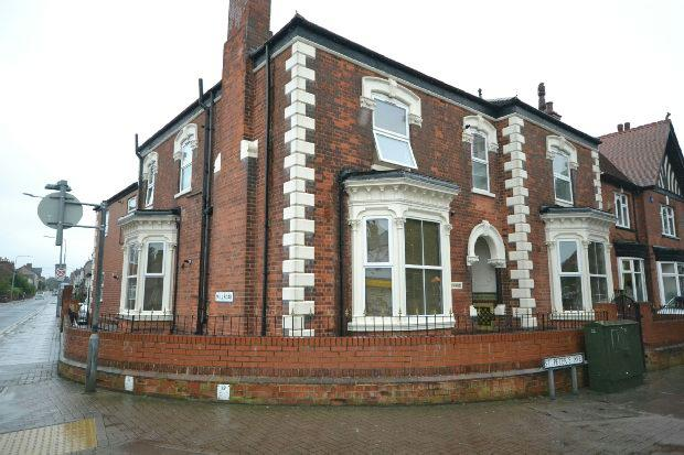 2 Bedrooms Flat for sale in St. Peter's Avenue, Cleethorpes