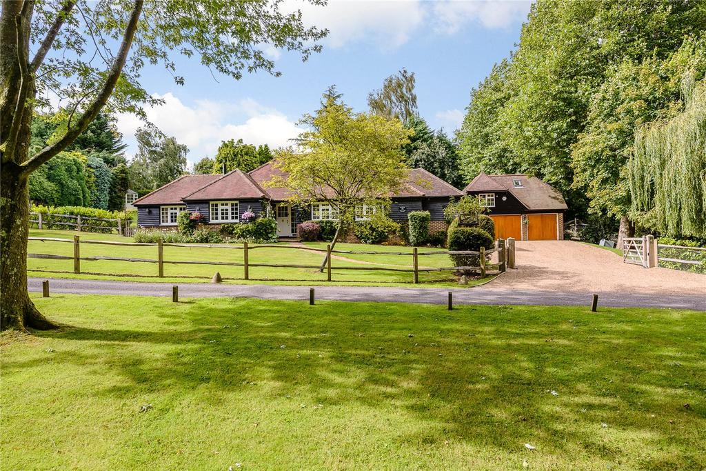 4 Bedrooms Detached Bungalow for sale in Hawkhurst Court, Wisborough Green, Billingshurst, West Sussex