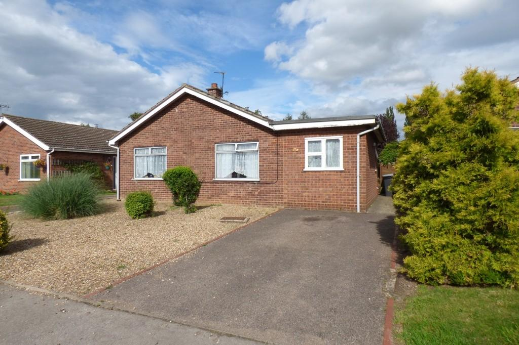 4 Bedrooms Detached Bungalow for sale in Covey Way, Lakenheath
