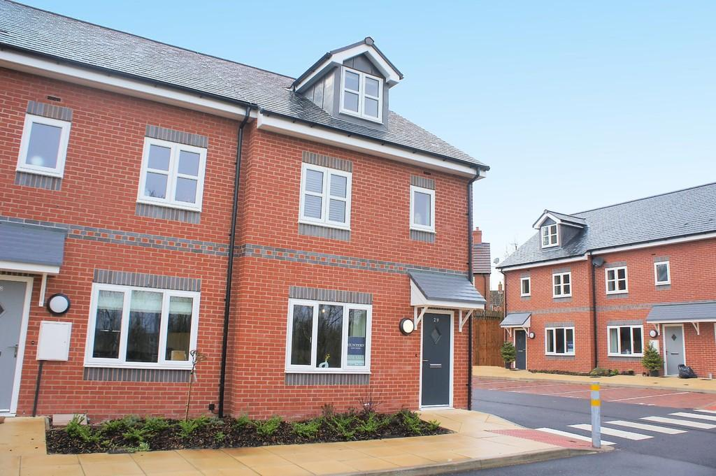 3 Bedrooms Mews House for sale in Hampton Court, Hampton-In-Arden, B92 0AJ