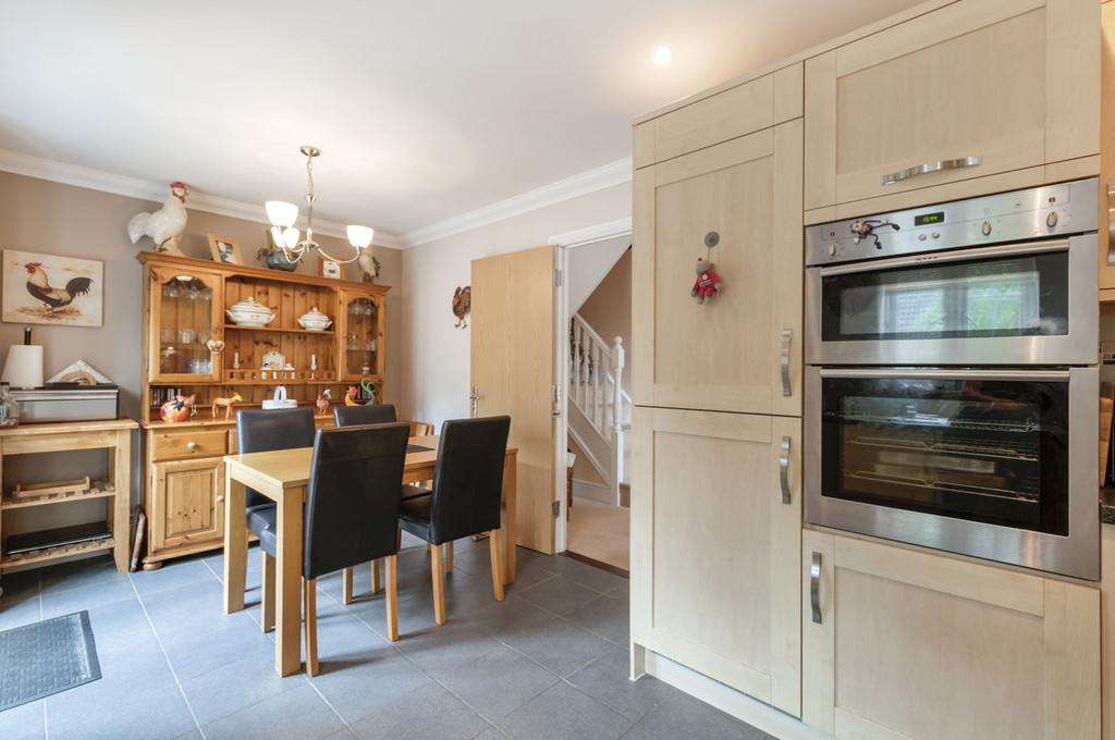 4 Bedrooms End Of Terrace House for sale in Olivers Court, Horsmonden