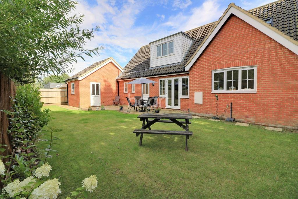 4 Bedrooms Detached House for sale in Bishops Park, Dereham
