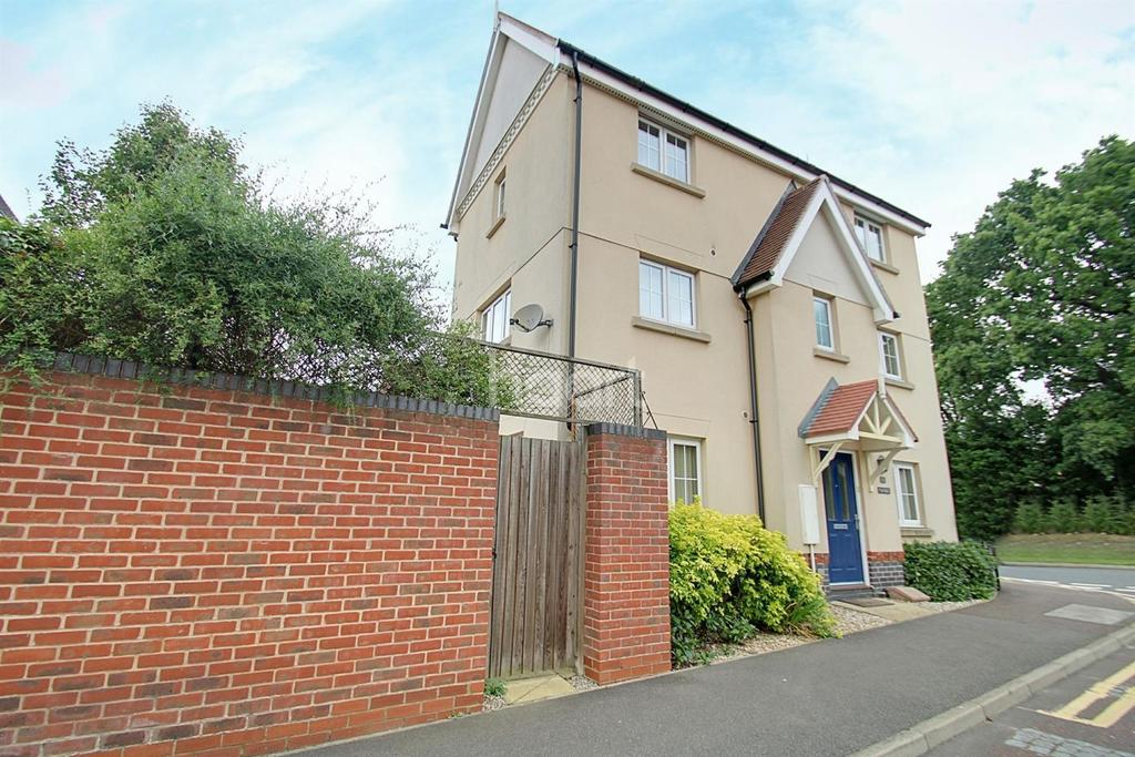 4 Bedrooms Detached House for sale in Turbine Road, New Braiswick Park, Colchester, CO4
