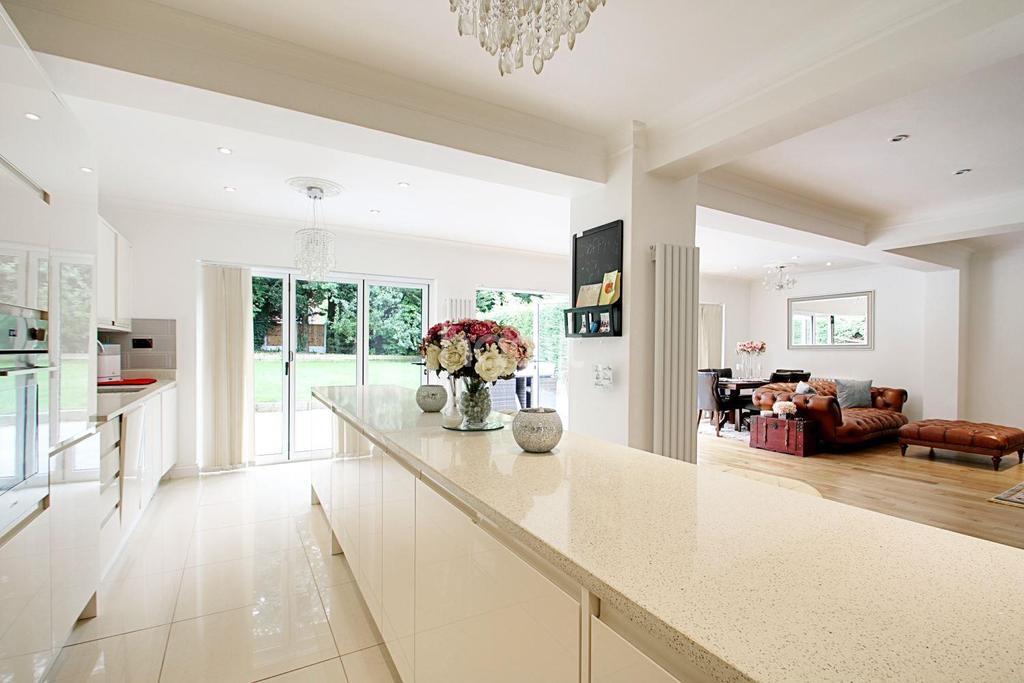 3 Bedrooms Detached House for sale in Risebridge Road, Gidea Park