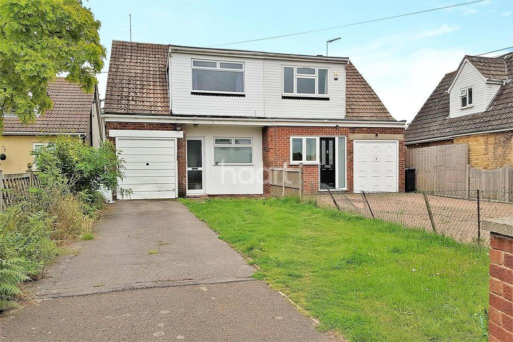 3 Bedrooms Semi Detached House for sale in Point Clear