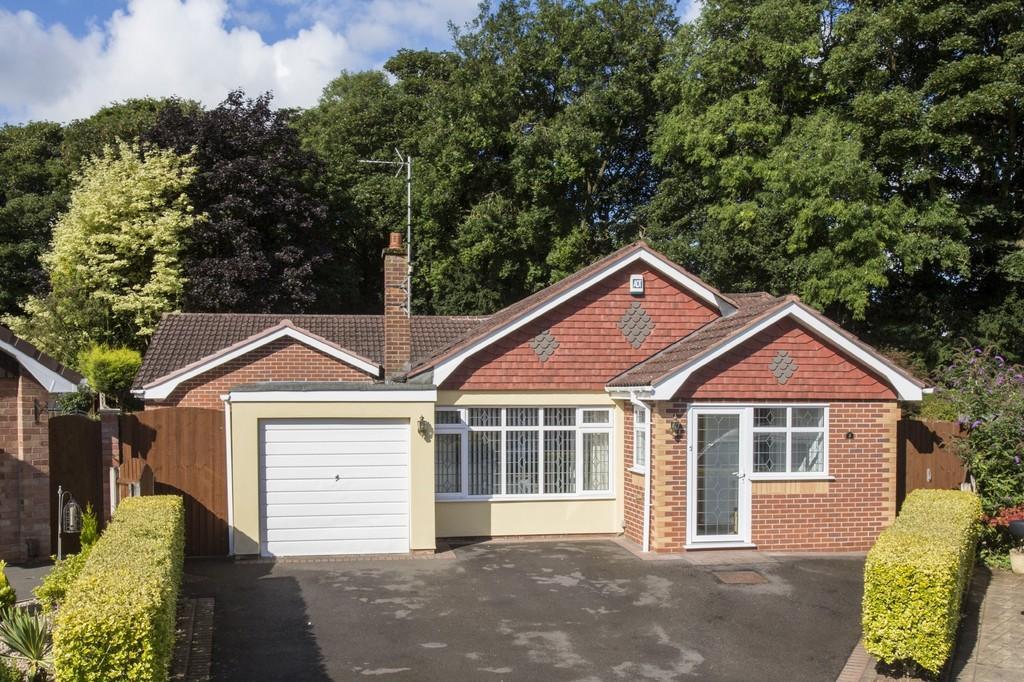 3 Bedrooms Detached Bungalow for sale in Clevedon Avenue, Hilcroft Park