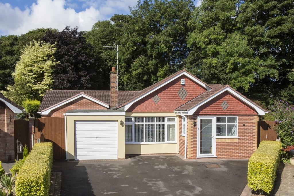 3 Bedrooms Detached Bungalow for sale in Clevedon Avenue, Hilcroft Park