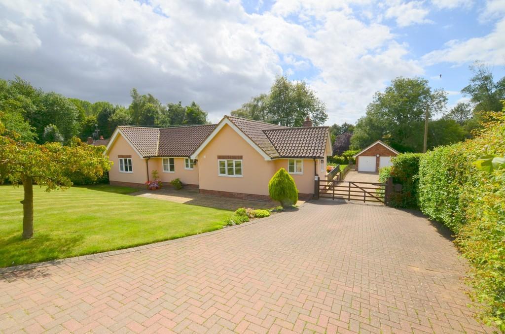 3 Bedrooms Detached Bungalow for sale in Grundisburgh Road, Clopton, Woodbridge, IP13 6QD