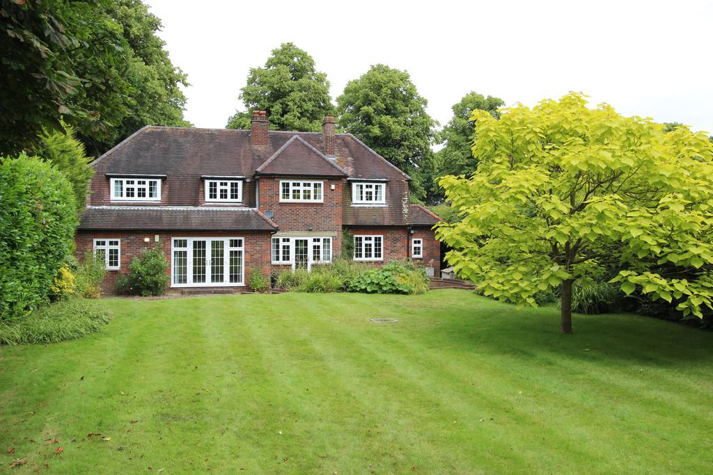 4 Bedrooms Detached House for rent in Banstead