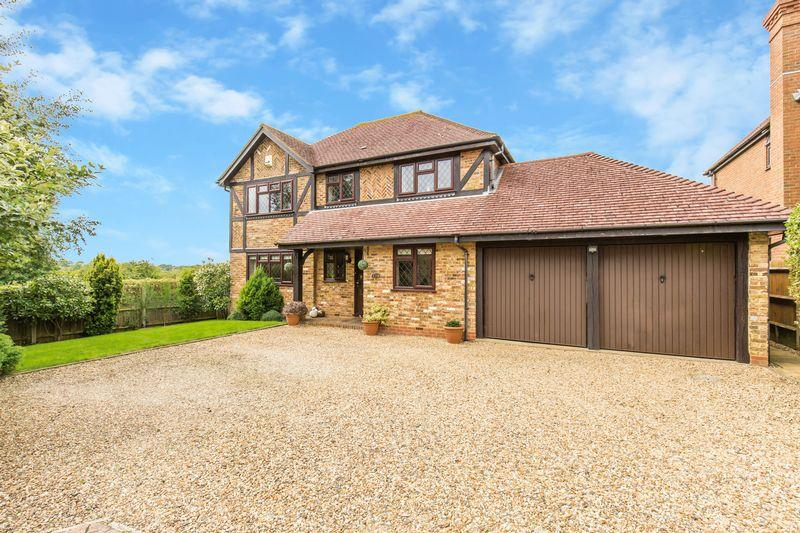 4 Bedrooms Detached House for sale in Straw Close, Caterham