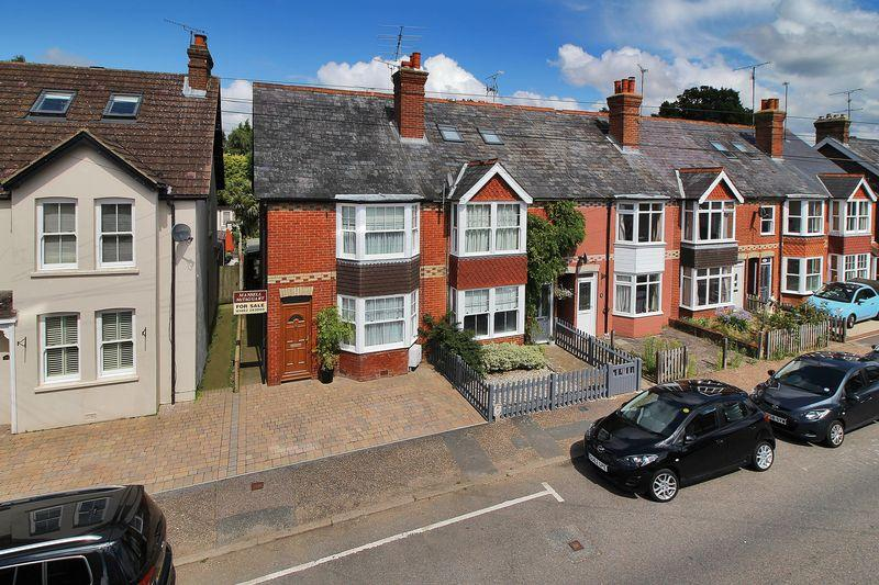 3 Bedrooms End Of Terrace House for sale in Kempshott Road, Horsham