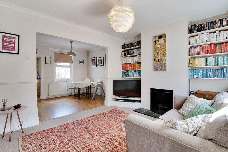 3 Bedrooms Terraced House for sale in Victory Road, Horsham