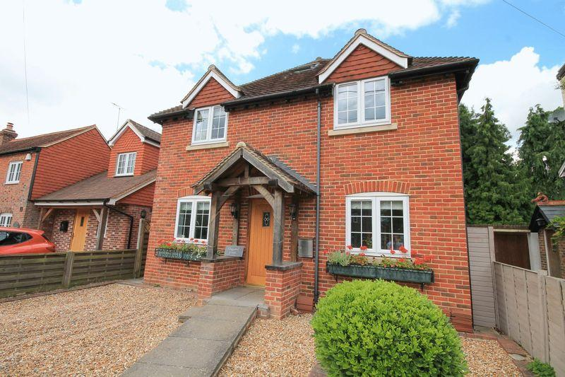 4 Bedrooms Detached House for sale in Brooks Green Road, Coolham