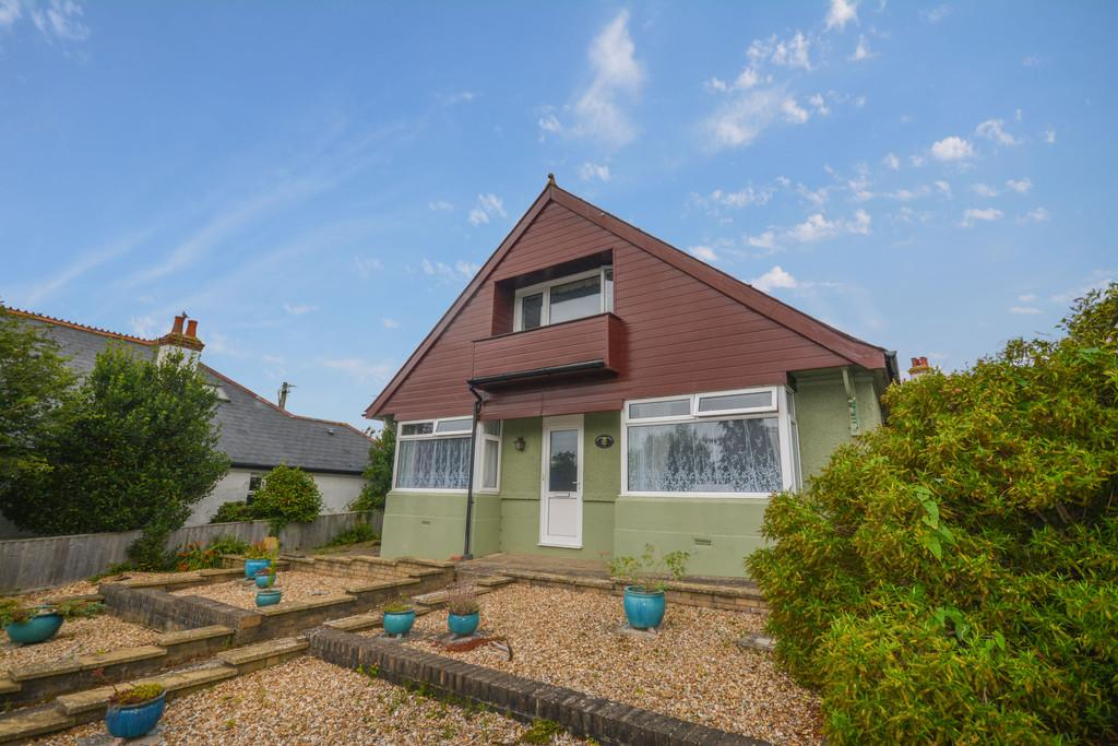 4 Bedrooms Detached Bungalow for sale in Cockleton Lane, Cowes