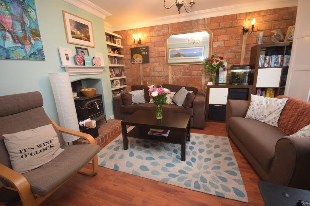 2 Bedrooms Cottage House for sale in Carisbrooke High Street, Newport