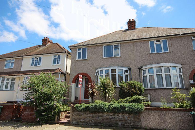 3 Bedrooms Semi Detached House for sale in Sussex Road, Dartford