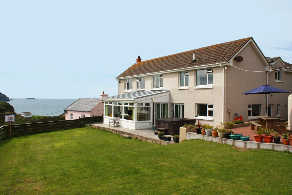 6 Bedrooms Detached House for sale in Settlands Hill, Little Haven