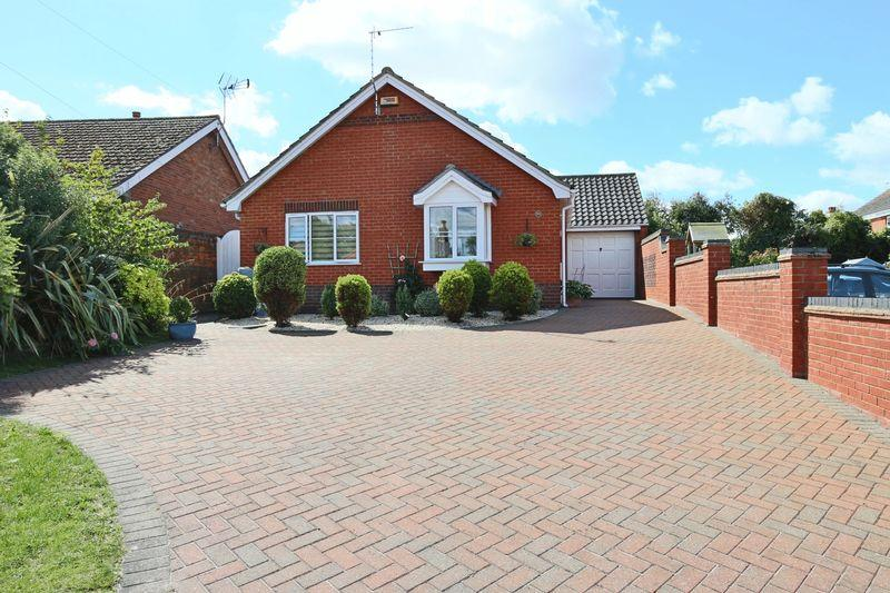 3 Bedrooms Detached Bungalow for sale in Stradbroke Road, Lowestoft