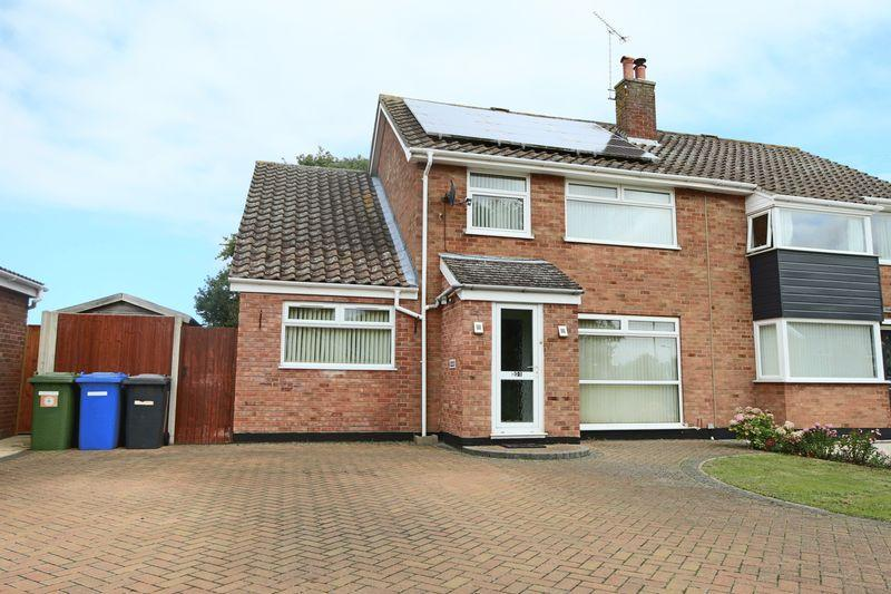 4 Bedrooms Semi Detached House for sale in Westwood Avenue, Lowestoft
