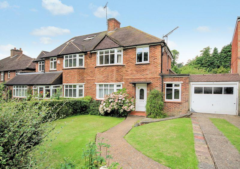 3 Bedrooms Semi Detached House for sale in Abbots Green, Croydon