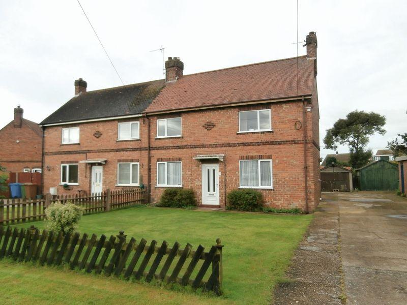 3 Bedrooms Semi Detached House for sale in Humber Villas, Paull