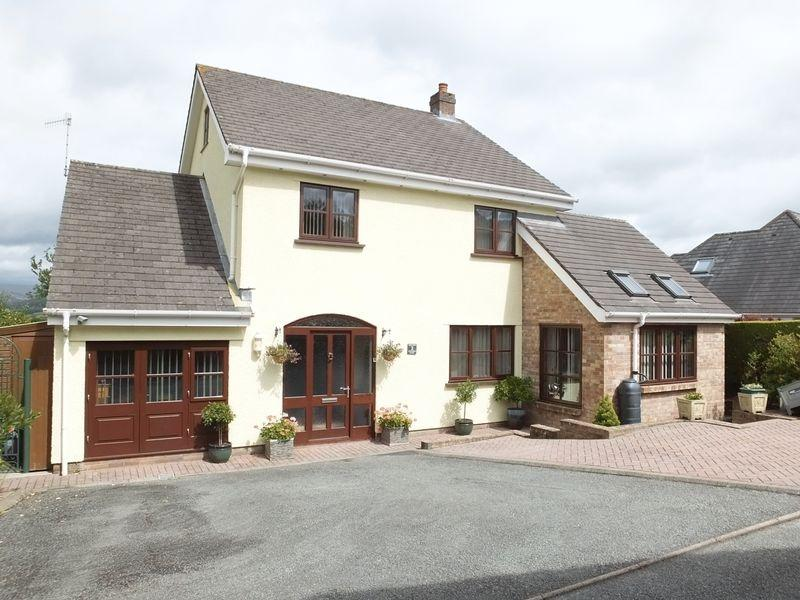 3 Bedrooms Detached House for sale in Hightrees Court, Abergavenny