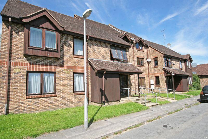 2 Bedrooms Apartment Flat for sale in Langtons Meadow, Farnham Common, Bucks SL2