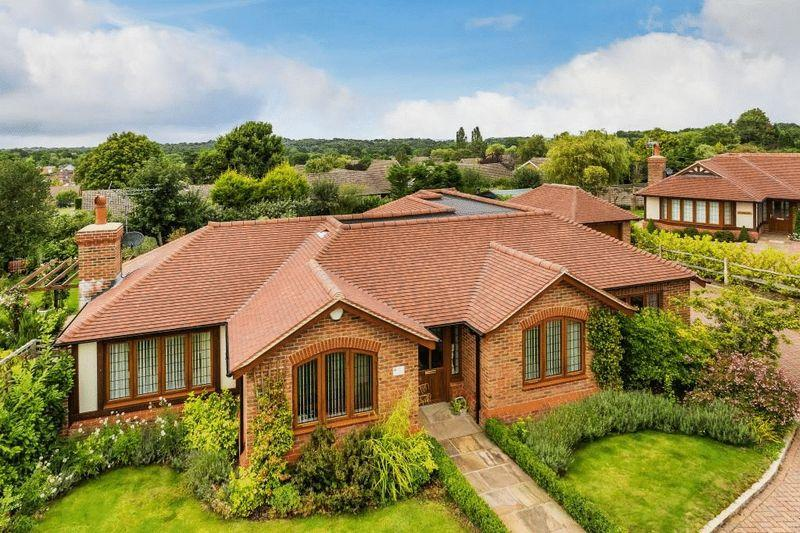3 Bedrooms Detached Bungalow for sale in GREAT BOOKHAM