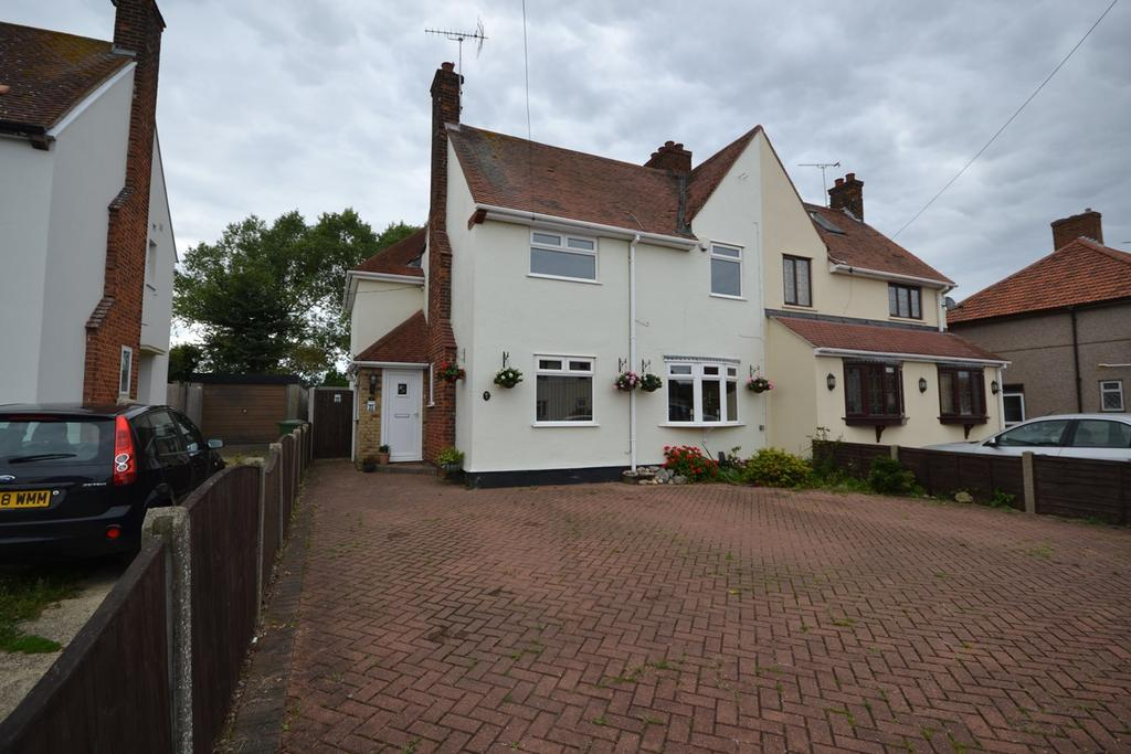 4 Bedrooms Semi Detached House for sale in Princes Avenue, Corringham, Stanford-le-Hope, SS17