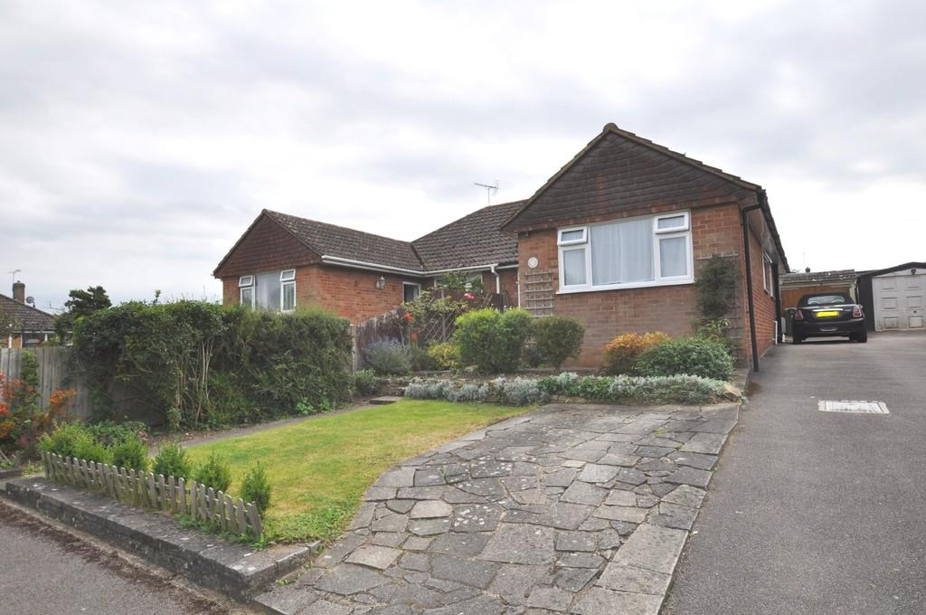 3 Bedrooms Semi Detached Bungalow for sale in Orchard Close, Normandy