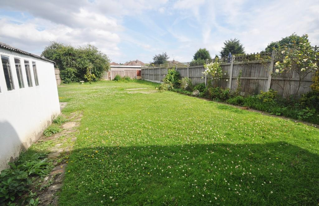 2 Bedrooms Detached Bungalow for sale in Stanway Road, Benfleet