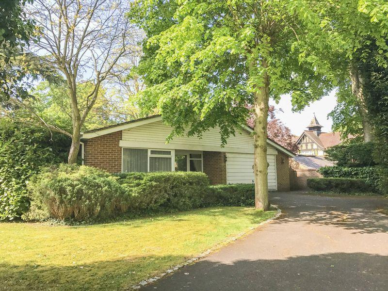 3 Bedrooms Detached Bungalow for sale in Boulters Lock area