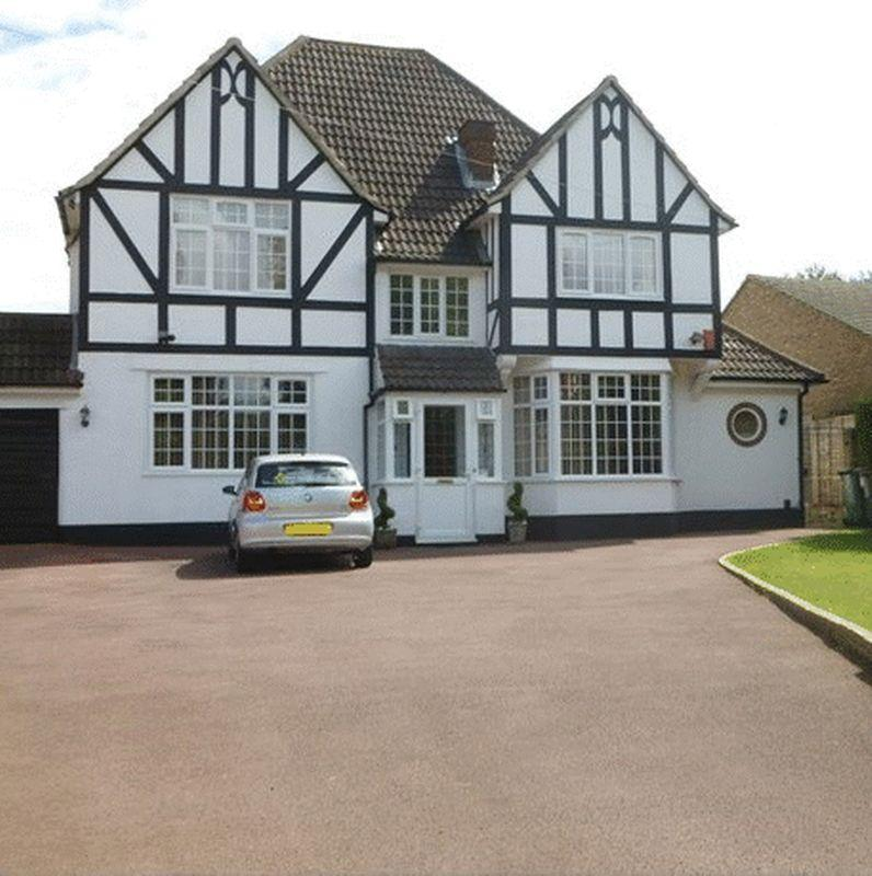 4 Bedrooms Detached House for sale in Burdon Lane, Cheam
