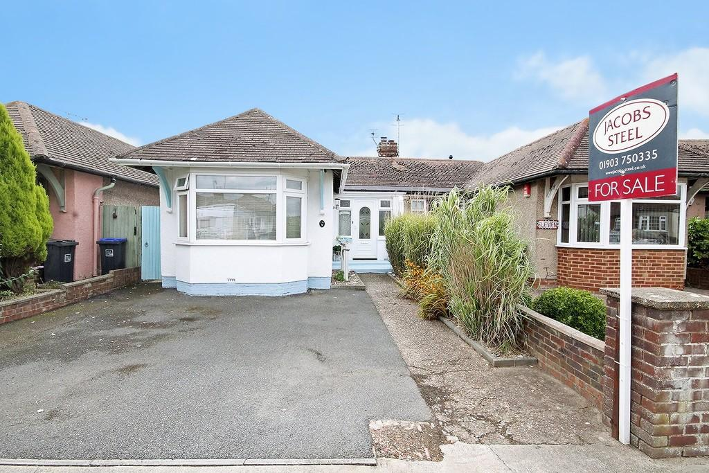 2 Bedrooms Semi Detached Bungalow for sale in George V Avenue, Lancing, BN15