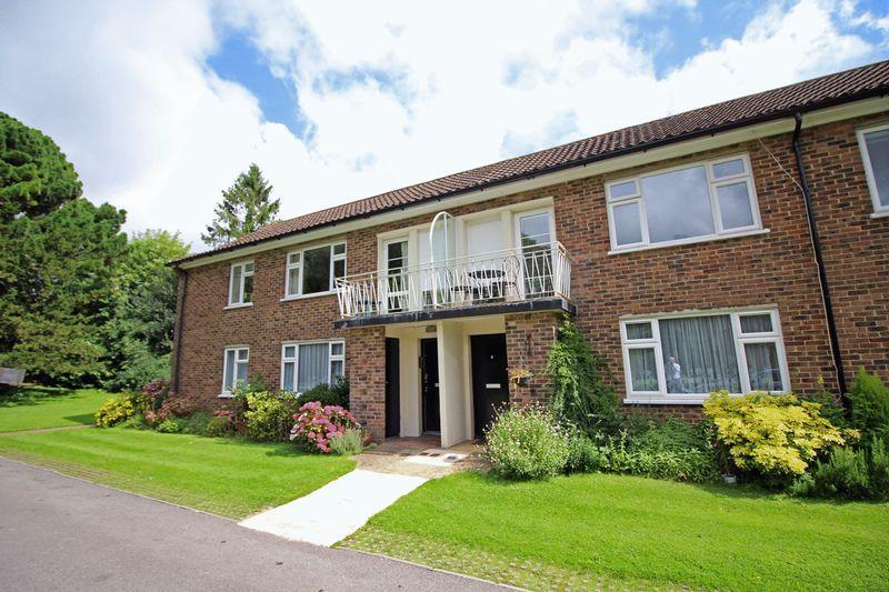 2 Bedrooms Apartment Flat for sale in Addington Road, Sanderstead, Surrey